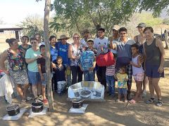 Providing solar ovens in Las Huertas.