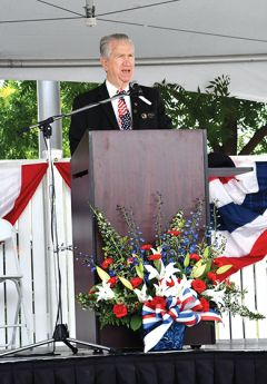 Mayor Bob McGarvey speaks to the crowd. Photo by Rick Sloan