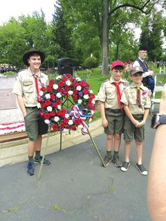 Boy scouts with the wreath at the Fair Oaks Cemetery on Memorial Day 2019. Photo by Paul Scholl